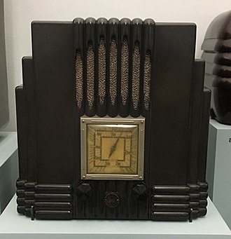 Amalgamated Wireless (Australasia) - Amalgamated Wireless R29 Fisk Radiolette radio (1935), made of Bakelite