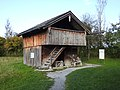 Amerang, RO - Bauernhausmuseum - Tüßling, AÖ - Boinham - Getreidekasten v SW.jpg