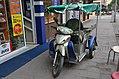 An unusual goods carrier vehicle (16128927709).jpg