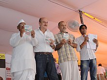 Anaa Hazare with Anupam Kher, Manish Sisodia and Kumar Vishwas.jpg