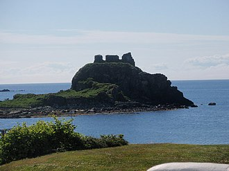 Clan MacDonald of Dunnyveg - The ruins of Dunyvaig Castle, historic seat of the chiefs of the Clan MacDonald of Dunnyveg