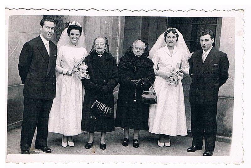 File:Aquilino Amuategiren familiako kideak, 1956.jpg