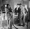 Arbeiders bij de glasovens, Bestanddeelnr 254-2164.jpg