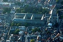 Photographie montrant l'abbaye Saint-Vaast et la cathédrale
