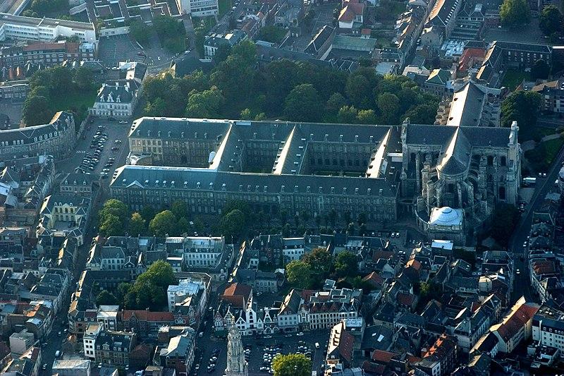 File:Arras abbaye.jpg