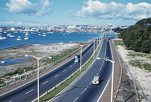 Auckland Northern Motorway - The Northern Motorway between the Auckland Harbour Bridge and the then Fanshawe Street terminus in May 1960. Photo by Denis Wilford.