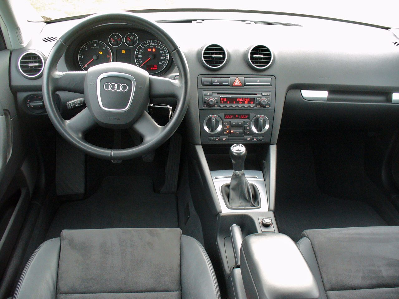 file audi a3 8pa ambiente 2 0 tdi granatrot interieur jpg wikimedia commons. Black Bedroom Furniture Sets. Home Design Ideas