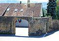 Avenches, Tour de l'évêque avec amphithéâtre et Musée romain bis.jpg