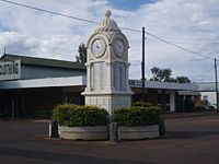 Barcaldine War Memorial Clock, 2009.jpg
