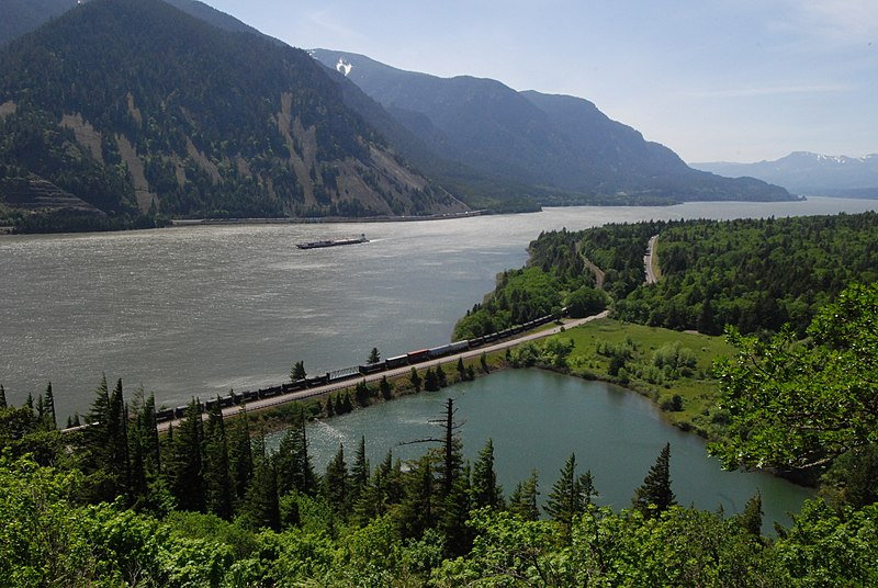 File:Barge in the Columbia River Gorge.jpg
