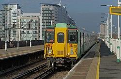 Battersea Park railway station MMB 37 455827.jpg