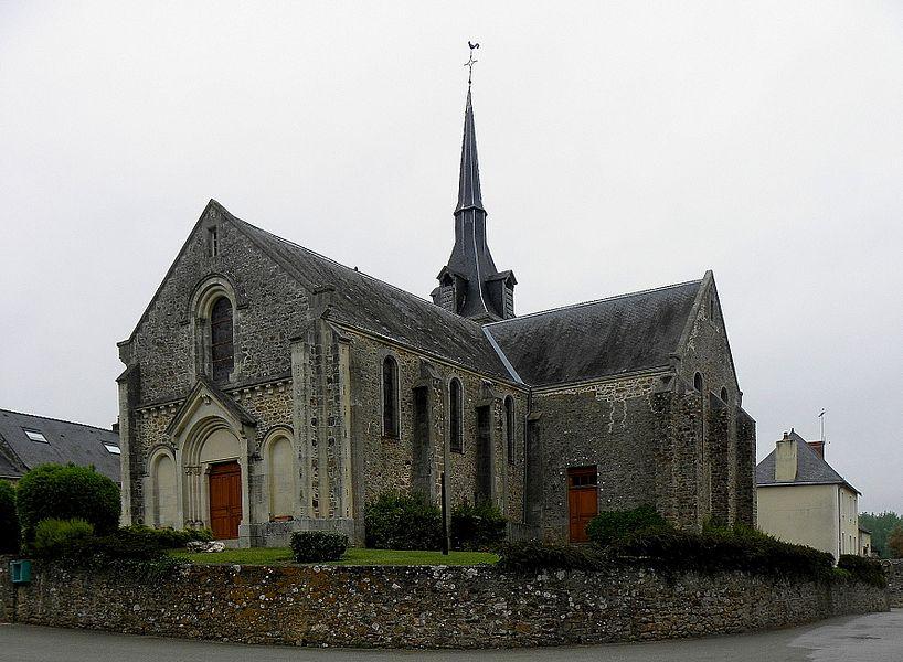 Église de la Sainte-Trinité de Beaulieu-sur-Oudon (53). Façade occidentale et flanc sud.