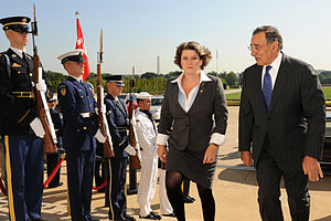 English: United States Secretary of Defense Le...