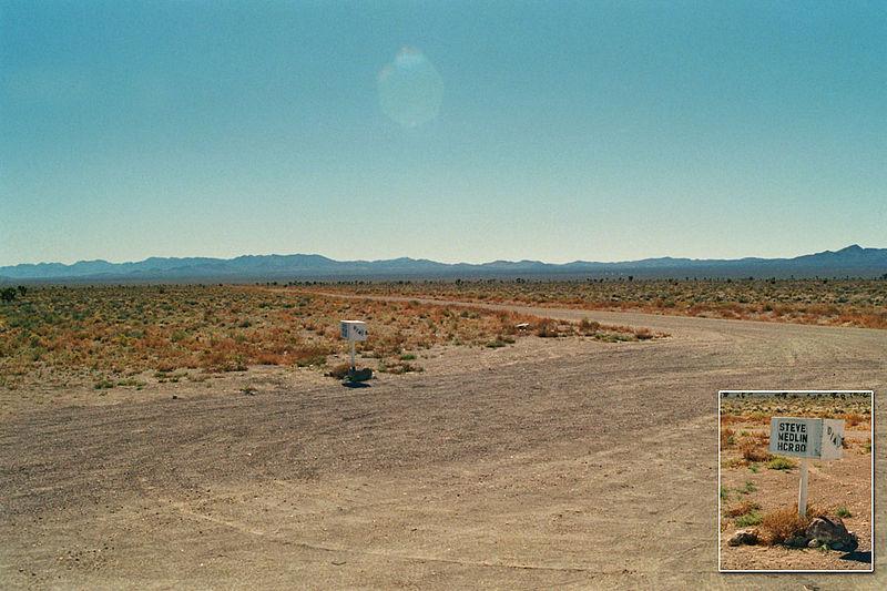 两人冒险尝试通过秘密通道进入51区(Area 51) - wuwei1101 - 西花社