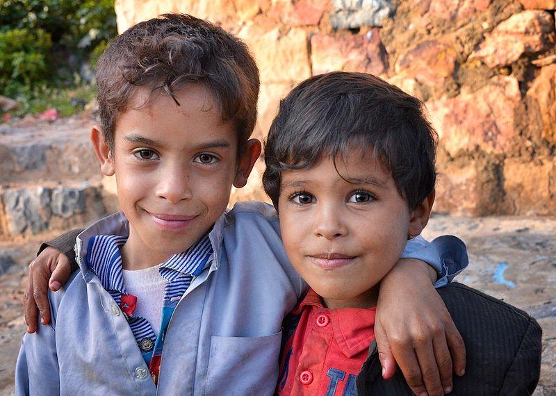 Dos amigos, en Mahweet (Yemen).