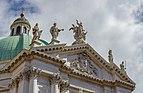 Brescia duomo nuovo dettaglio del timpano e cupola.jpg