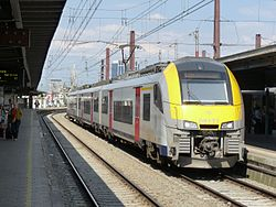 Brussel Zuid Am08 trein in 2016.jpg