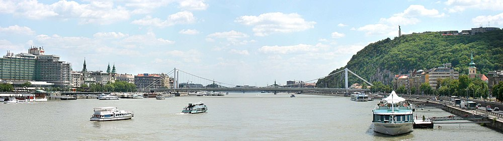 Budapest Panorama with Elizabeth (Sissi) bridge.jpg