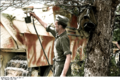 Bundesarchiv Bild 101I-721-0397-19, Frankreich, Jagdspanther erhält neue Farbe Recolored.png