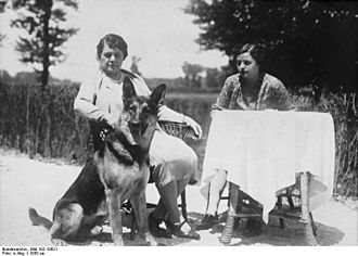 William Montagu, 9th Duke of Manchester - His wife and a daughter in 1930