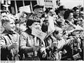 Bundesarchiv Bild 183-82750-0080, Friedensfahrt, Berlin, Stalinallee, Zuschauer.jpg