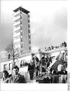 "Bundesarchiv Bild 183-90519-0001, Berlin, Gaststätte ""Müggelturm"""