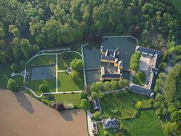 Die gesamte Burganlage der Burg Gudenau samt Barockgarten