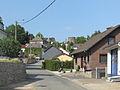 Burg Reuland, straatzicht met oude toren op achtergrond foto3 2011-06-03 17.41.JPG