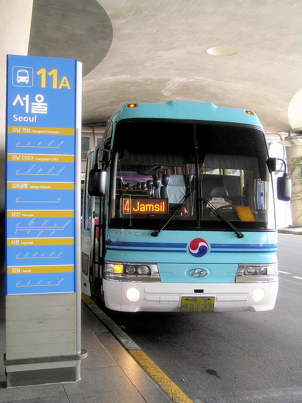 A deluxe limousine bus at Incheon Airport bound for Jamsil Subway Station in Seoul.