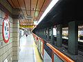 Busan-subway-131-Dusil-station-platform.jpg
