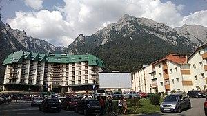 Bușteni - Image: Busteni and Bucegi Mountain
