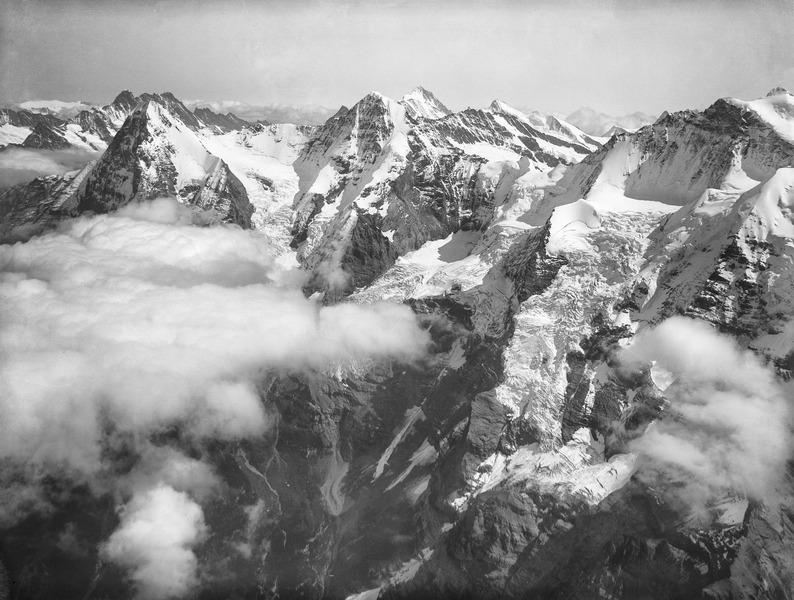 File:CH-NB - Eiger, Mönch, Finsteraarhorn und Jungfrau - Eduard Spelterini - EAD-WEHR-32082-B.tif