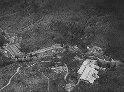COLLECTIE TROPENMUSEUM Luchtfoto van theeonderneming Rantjasoeni bij Bandoeng TMnr 60043483.jpg