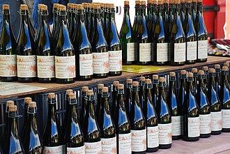 Le Cidre par Warcollier dans Epiceries gourmandes 330px-Caernarfon_March%C3%A9_Fran%C3%A7ais_-_Marchnad_Ffrengig_-_French_Market_-_geograph.org.uk_-_615710