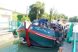 Canal latéral à la Marne - A lock.
