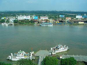 Car ferries on Saigon river.jpg