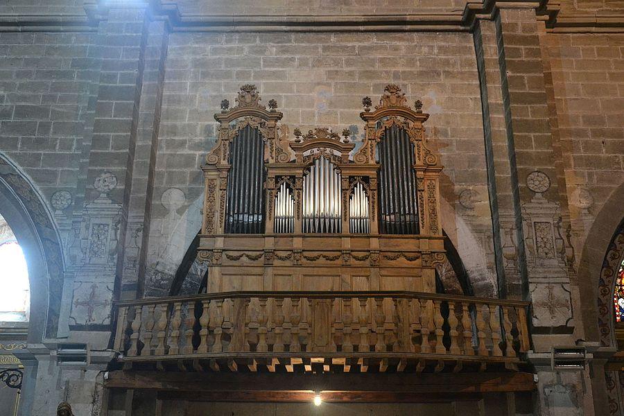 Église Saint-Maurice de Caromb, orgue construit en 1702-1703 par Pierre Galeran et Charles Boisselin réutilisant la façade de l'instrument précédent, restauré en 1978 par Alain Sals.
