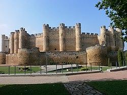 Castillo de Valencia de Don Juan-12.jpg