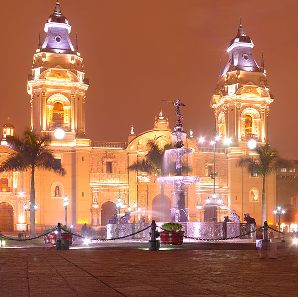 The Plaza Mayor and the Cathedral of Lima Cathedrale de Lima - Septembre 2007.jpg
