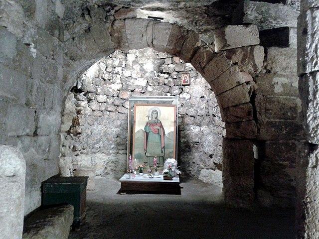 https://upload.wikimedia.org/wikipedia/commons/thumb/9/9d/Cave_church_of_Aya_Tekla.jpg/640px-Cave_church_of_Aya_Tekla.jpg
