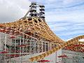 Centre Pompidou-Metz - Montage de la charpente bois en juin 2009.JPG