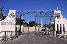 Photographie montrant l'entrée du centre d'entraînement Robert Louis-Dreyfus.