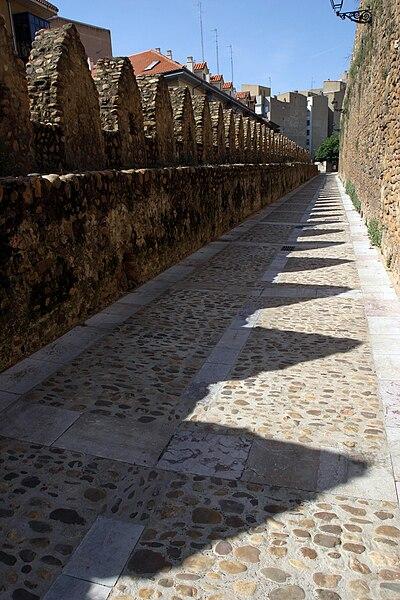 File:Cercas medievales de León.jpg