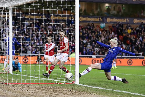 Chelsea striker Bethany England scoring the winning goal in the team's 2-1 win against Arsenal at the 2019–20 FA Women's League Cup, February 29, 2020.