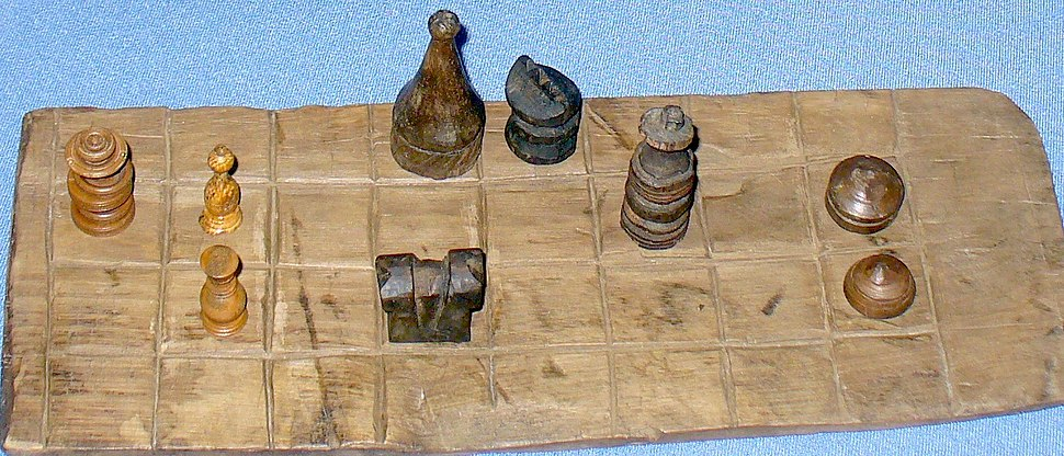 Chessboard and pieces of the XVII century
