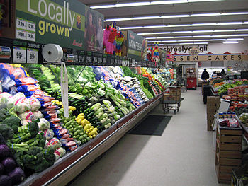 English: Produce aisle in the Bashas' grocery ...