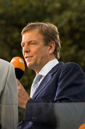 Claus Kleber - Claus Kleber covering Barack Obama's speech at the Victory Column in Berlin (July 2008)