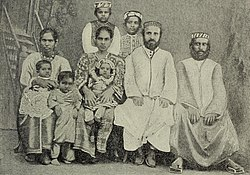 http://upload.wikimedia.org/wikipedia/commons/thumb/9/9d/Cochin_Jews.jpg/250px-Cochin_Jews.jpg