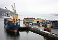 Containeromlasting i Orkanger havn (7093121993).jpg