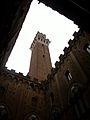 Cortile del Podestà i torre del Mangia (Siena).JPG
